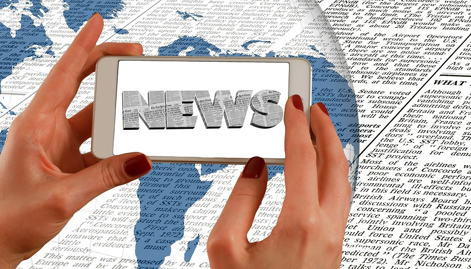 Commenced Press News Hands Smartphone Newspaper